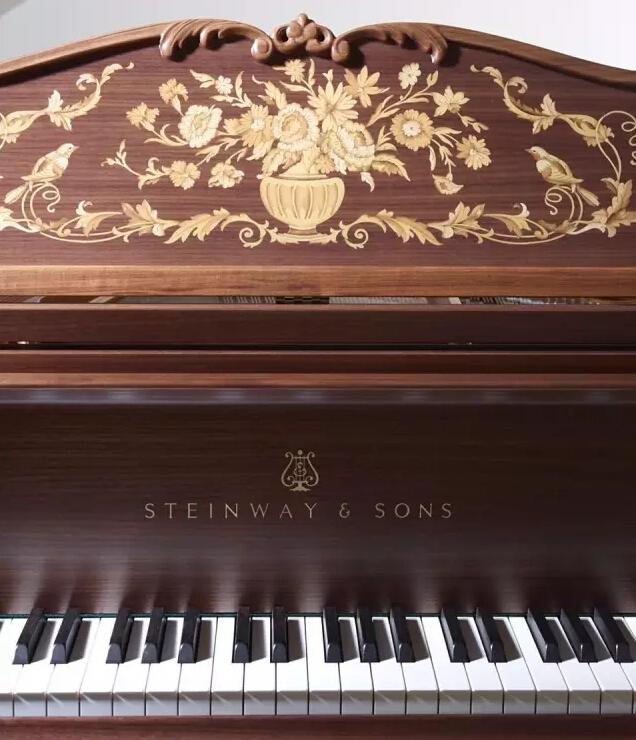 丨钢琴曲谱子-在钢琴谱架及琴盖上均有手工镶嵌的精美花鸟自然图案.当您坐在钢琴